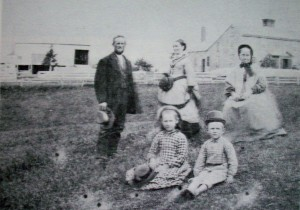 Frederick Dimmick, his wife Tirzah, his mother Maryann & children Lena & Henry (Abt.1872)